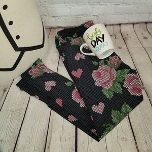LuLaRoe Black and Pink Roses/Hearts Leggings TC2